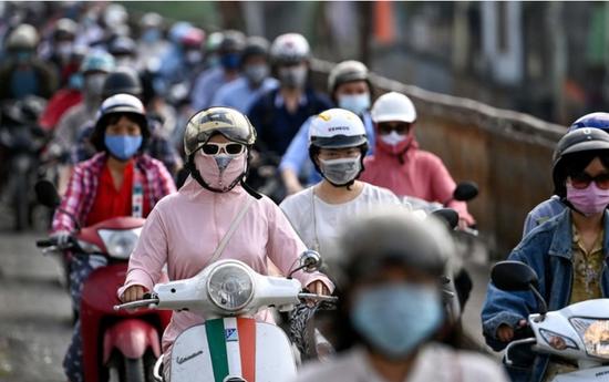 Vietnam is encountering the big problem: COVID-19 cases soared