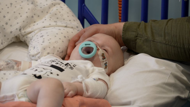 """A single injection of 16.23 million yuan, genetic medicine rewrites the fate of a 5-month-old baby!   No longer """"no medicines available"""", but """"some medicines are not available""""       Arthur Morgan, who was only 5 months old, was named """"No. 1"""" by many British media: Britain's first baby to receive a """"highly-priced drug"""" for spinal muscular atrophy (SMA).    image  Caption: Arthur Morgan/BBC   On the eve of """"International Children's Day"""" on June 1, news came from the Evelina Children's Hospital in London, England. A week ago, Arthur injected the gene drug savaprevir intravenously in the hospital and is in good condition.    Sovaprevir is known as """"the most expensive drug in the history of pharmaceuticals"""". The price of each in the UK is 1.79 million pounds, or about 16.23 million yuan.    In March 2021, the drug was approved to be included in the UK's National Health Service (NHS), paid by medical insurance, and used for SMA patients under 1 year old with a mutation in the motor neuron survival gene 1 (SMN1). The NHS said it reached a """"milestone agreement discount"""" with drug manufacturer Novartis. The specific amount has not been announced, but it is """"a fair price to taxpayers.""""    """"The doctor said that he has suffered some permanent neuronal damage. We don't know what will happen in the future, but we will do our best to provide him with everything."""" Arthur's father Reece Morgan told the BBC.    image  Photo caption: Arthur Morgan and his father Reece Morgan (Reece Morgan, right). /BBC   SMA Type 1: Without treatment, you will not live to be two years old    Arthur was born in December 2020, a premature baby. During the parenting process, the parents found that their arms and legs were weak and unable to move independently. In early May 2021, Arthur was diagnosed with SMA type 1.    The """"Clinical Practice Guidelines for Spinal Muscular Atrophy"""" shows that SMA is one of the most common lethal autosomal recessive diseases in infants and young children. It is caused by """
